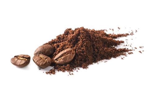 caffè in grani e polvere